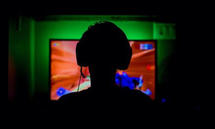 Precyzyjne dźwięki, czyli jakie słuchawki dla gracza?
